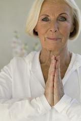 Frau Ausübung Yoga