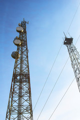 Telecommunication mast with microwave