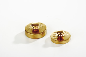 Zwei goldene Gewichte
