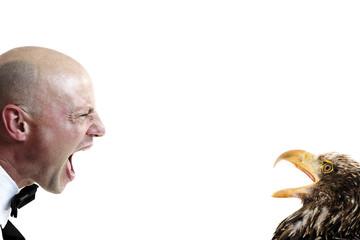 Barmann und Adler gegenüber einander, streiten