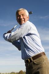Ältere erwachsenen Mann,der Golfclub