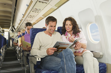 Deutschland,München,Bayern,Lesebuch Passagiere in der Economy- Klasse-Verkehrsflugzeug
