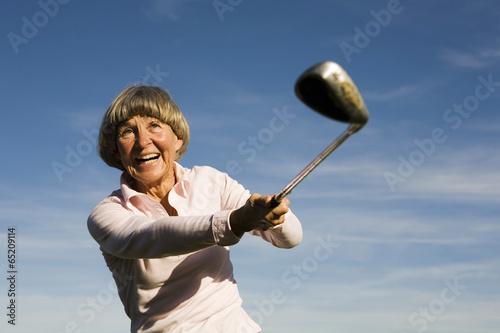 canvas print picture Ältere erwachsenen Frau mit Golfschläger