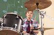 canvas print picture - Deutschland,Emmering,Teenager (14-15) spielt Schlagzeug,Portrait