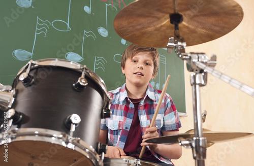 canvas print picture Deutschland,Emmering,Teenager (14-15) spielt Schlagzeug,Portrait