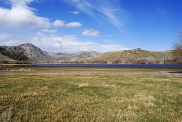 Laguna Los Juncos en estepa de Bariloche, Patagonia