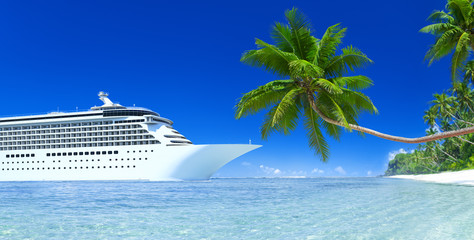 Cruise and palm tree