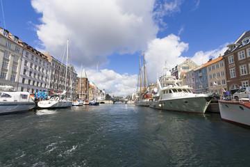 コペンハーゲン ニューハウン (青空の鮮やかな港町)観光名所