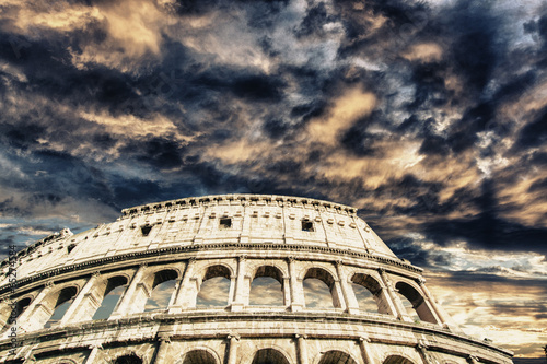 Foto op Aluminium Rudnes Beautiful sky above colosseum in Rome