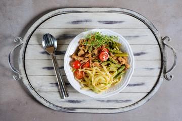 Nudeln mit Spargel und Sojafleisch