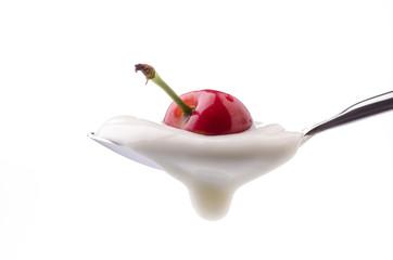 yogurt bianco e ciliegia