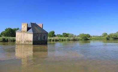 La Maison de Lavau à Couëron ou la maison sur l'eau (Loire-Atl.)