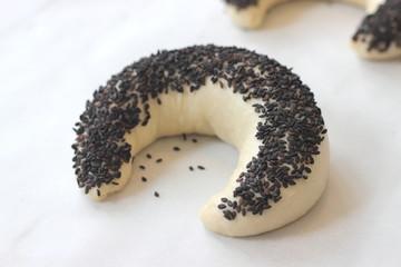 Bun with black sesame seeds