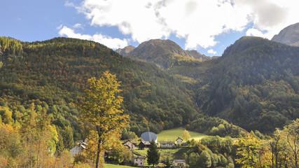 Fusio, Bergdorf, Kirche, Maggiatal, Herbst, Tessin, Schweiz