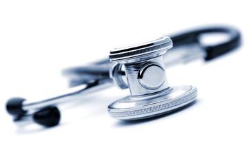 Stethoskop auf weißem Hintergrund