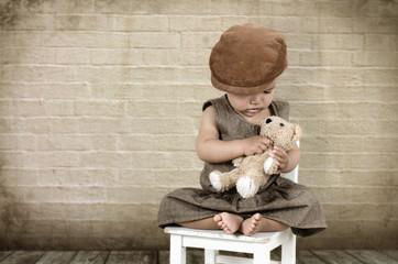 Kind mit Teddybär
