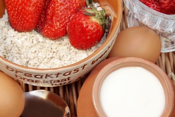 Oatmeal with strawberry, milk and eggs
