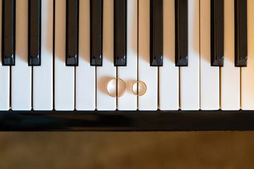 wedding rings on piano