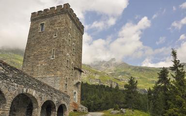 Maloja, Bergdorf, Turm, Sommer, Schweizer Alpen