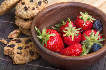 Cakes of healthy cereal with dried fruits and fresh strawberries