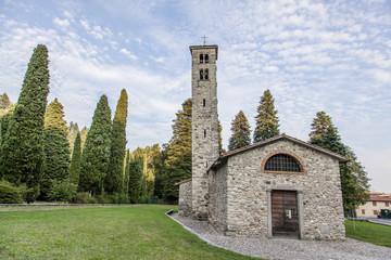 Antica chiesa in pietra