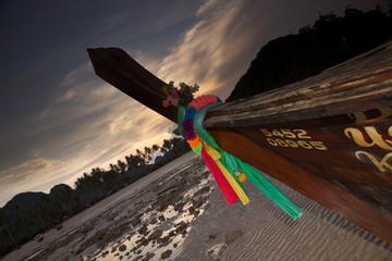 Prua decorata di una imbarcazione tipica tailandese