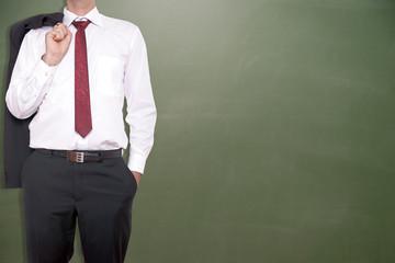 Geschäftsmann vor einer leeren Tafel