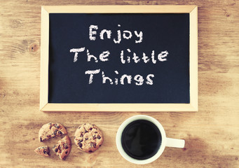 top view of coffee cup cookies and blackboard with the phrase en