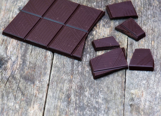 dark chocolate blocks with fresh mint leaves