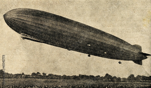 canvas print picture Zeppelin airship