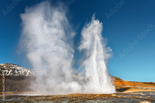 Leinwanddruck Bild Double Eruption of Strokkur Geyser