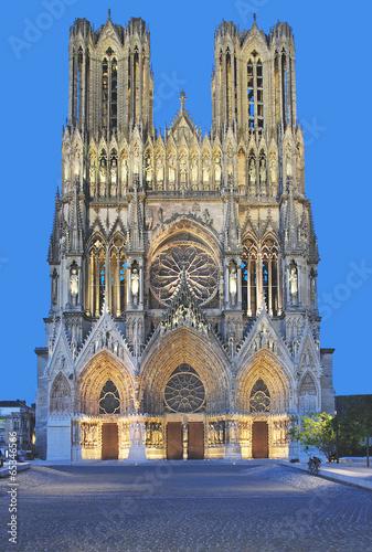 die berühmte Kathedrale von Reims in der Champagne - 65346566
