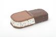Helado sandwich de nata y chocolate