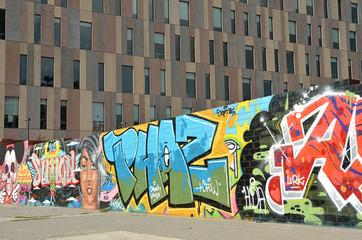 Muro con graffitis