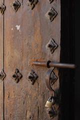 Puerta, cerrojo, candado