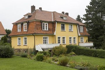 altes Mehrfamilienhaus