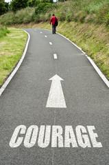 concept route de campagne homme courageux