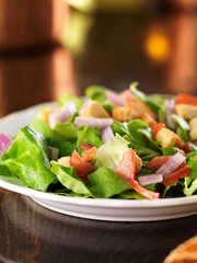 salad with lettuce, tomato and croutons