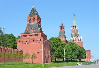 Константино-Еленинская,  Спасская башни Московского кремля