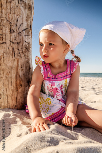 canvas print picture playing beach child