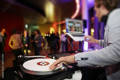 Foto op Plexiglas Uitvoering Plattenspieler,Disjockey,DJ,Tanzfläche