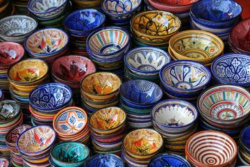 souk de marrakech : étal de plat à couscous 02