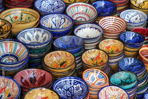 Papiers peints Maroc souk de marrakech : étal de plat à couscous 03
