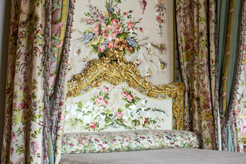 Queen bedroom and elements of the decorations