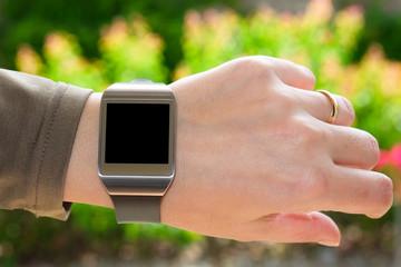 Smartwatch sul polso girato