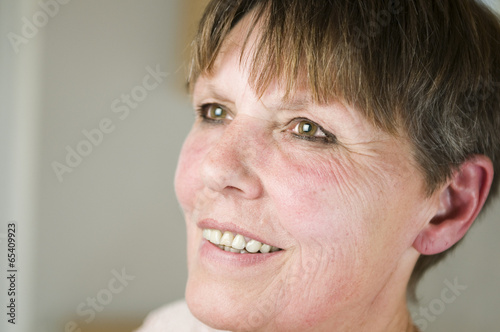 canvas print picture side view of mature woman