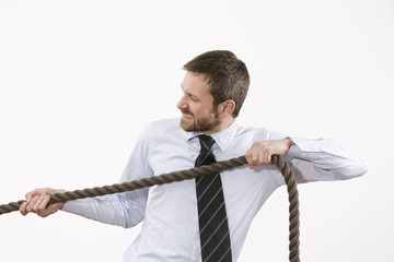 Geschäftsmann Seil Strang ziehen