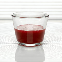 Ein Glas Cranberry-Saft