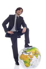 Geschäftsmann, stehen vor Globus