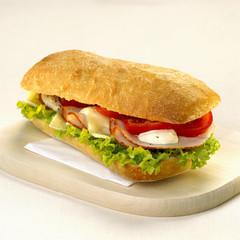 Sandwich mit Käse und Truthahn